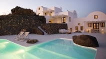 The amazing contrast of the chocolate stone walls against the whitewashed villas and the crystal clear pool is just exquisite.